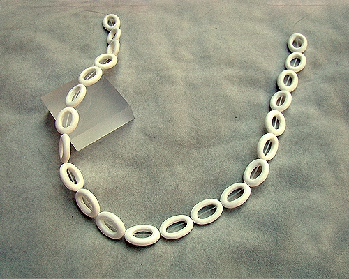 Collar de ágata blanca oval