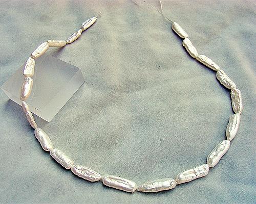 Collar de perla Biwa blanca