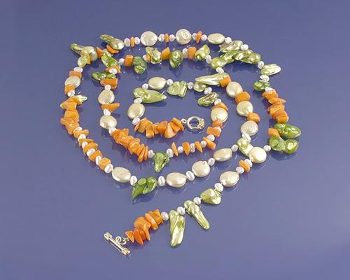 Collar de Coral Bambú, Perlas y Cierre de Plata chapada