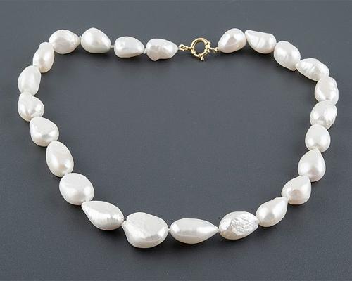 Collar de Perlas barrocas ovaladas blancas. Con reasa en oro