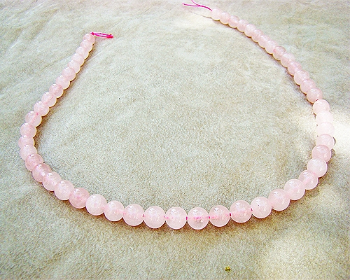Collar de cuarzo rosa en bolitas de 6mm.