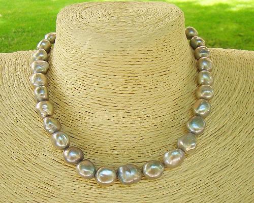 Collar de perlas barrocas grises