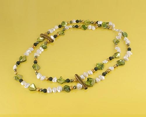 Collar en Perla, Lava, Nacar, Coral esponja dorado y cierre de Plata 925ml.