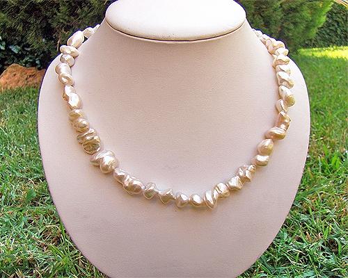 Collar de perlas barrocas rosa suave