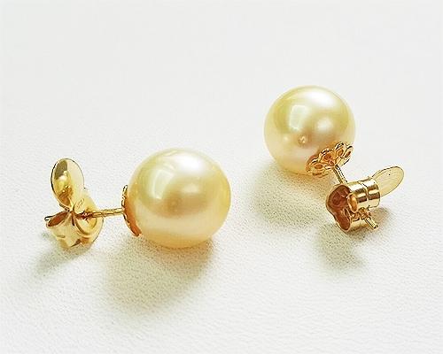 Perlas Australianas esféricas 12mm. Pendientes en oro amarillo 18 ktes.