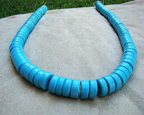 Collar de turquesa howlita donut