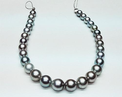 Collar de 30 perlas Tahití esféricas grises