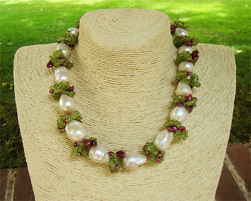 Collar de Perla barroca, Olivina, Perla keshi y cierre de plata