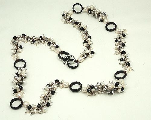 Collar en Perla cultivada, cuarzo ahumado y Agata negra