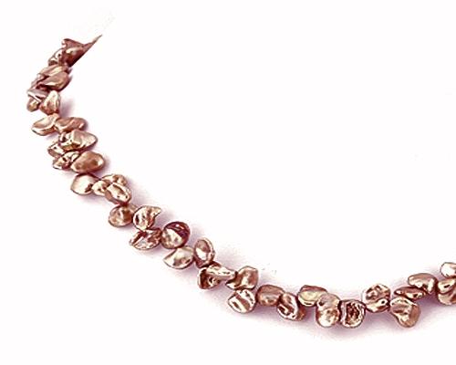 Collar de perlas keshi zig-zag. Color visón