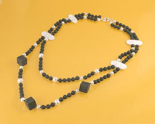 Collar de Lava, Perlas, Madreperla y Plata