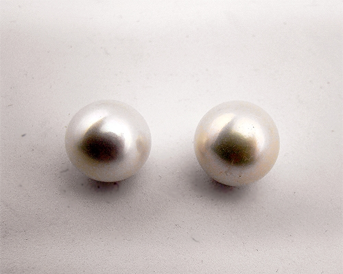 Perla esférica blanca. 13mm.