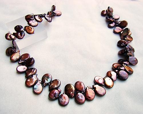 Collar de perlas zig-zag. Color bronce