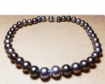 Collar de perla Tahití esférica gris con broche de oro
