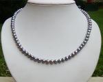 Collar de perlas semi esféricas grises