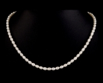 Collar de perla oval blanca