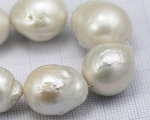 Collar de perla barroca-esférica blanca