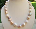 Collar de Perlas barrocas multicolor y reasón de plata bañada en oro