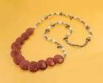 Collar de Perlas cultivadas, Nacar y Coral manzana de 3cm.de diámetro.