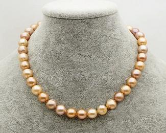 Collar de perlas semi esféricas doradas