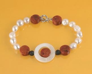 Pulsera en Perlas, Coral Manzana, Lava, Madreperla y Plata
