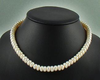 Collar de perla botón blanca