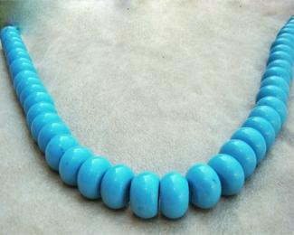 Collar turquesa howlita en donut