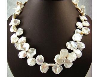 Collar de perla Keshi zig-zag blanca