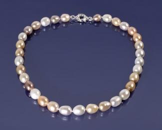 Collar de Perla oval multicolor con cierre de plata de 12mm.