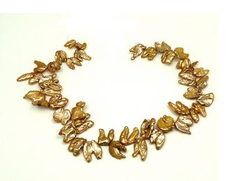 Collar de perlas Biwa caramelo