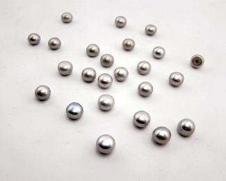 Perla botón 8,5-9mm. Gris plata
