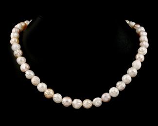 Collar de perlas irregulares rosas