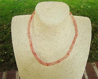 Collar de cuarzo frambuesa en rondel facetado