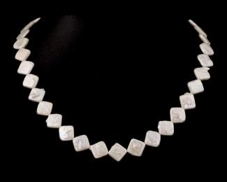 Collar de perla rombo blanca