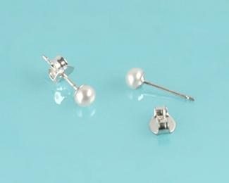 Pendientes en Perla AAA con Oro blanco. 4mm.