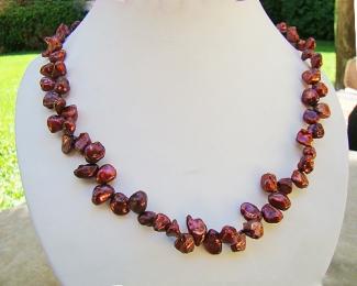 Collar de perlas Keshi zig-zag cobre