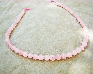 Collar de cuarzo rosa en bola de 8mm.